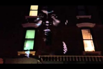 Kanye West presenterar ny låt – på sitt eget speciella sätt