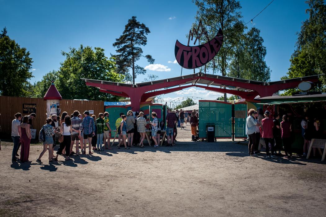 Här ligger också Tyrolen, nöjesparken som invigdes på 60-talet men sedan stod övergiven i flera decennier. Numera ägs den av föreningen Tyrolens vänner och här äger flertalet festivaler, konserter och arrangemang rum varje år. Just den här helgen var det dags för festivalen Psykjunta.
