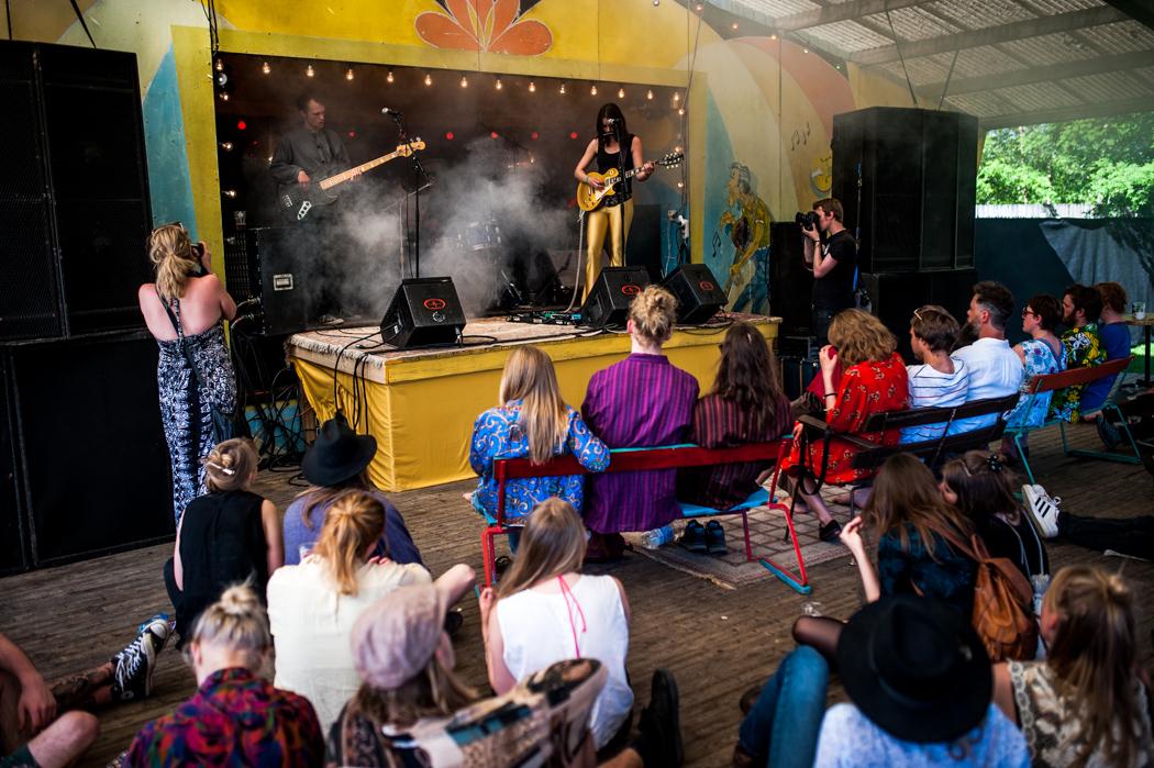Slowgold gör sig redo att inleda festivalen på fredagseftermiddagen.