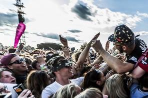2015-06-27. Major Lazer spelar på Bråvalla i Norrköping. Foto: Herman Dahlgren/Rockfoto. Källa: Rockfoto Bildbyrå AB