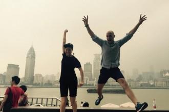 """Att vara i Shanghai var lite som att vara i framtiden med magnifika skyskrapor och skylines. Dagtid så var dimman och smoggen en bra setting för fotograferande, vilket vi utnyttjade, och på kvällstid så skapade kombinationen en grym """"Blade Runner""""-miljö, särskilt när det regnade."""