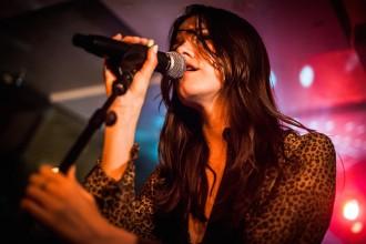20150627 Josefine Öhrn + The Liberation spelar på Kafé de luxe, Växjö. Foto: Niklas Gustavsson, Rockfoto.nu