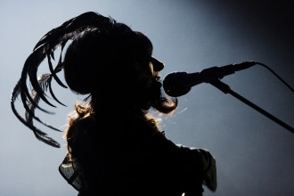 PJ Harvey spelar i Filadelfiakyrkan. Stockholm Foto: Mattias Pettersson/Rockfoto 2011 10 21