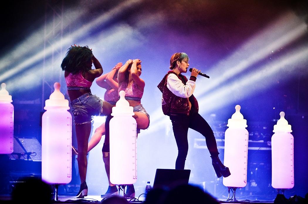 Popfest deluxe med Lily Allen 2014. Adrian Pehrson plåtade.