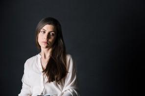 """Julia Holter: """"Att säga att ditt land inte ska ta hand om flyktingar är helt enkelt inte realistiskt"""""""