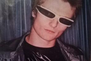 """19-årig sångare i Xtraverts i Malcolm Mclarens butik SEX: """"All my money goes on clothes"""". (Ur tidskriften Honey, 1976.)"""