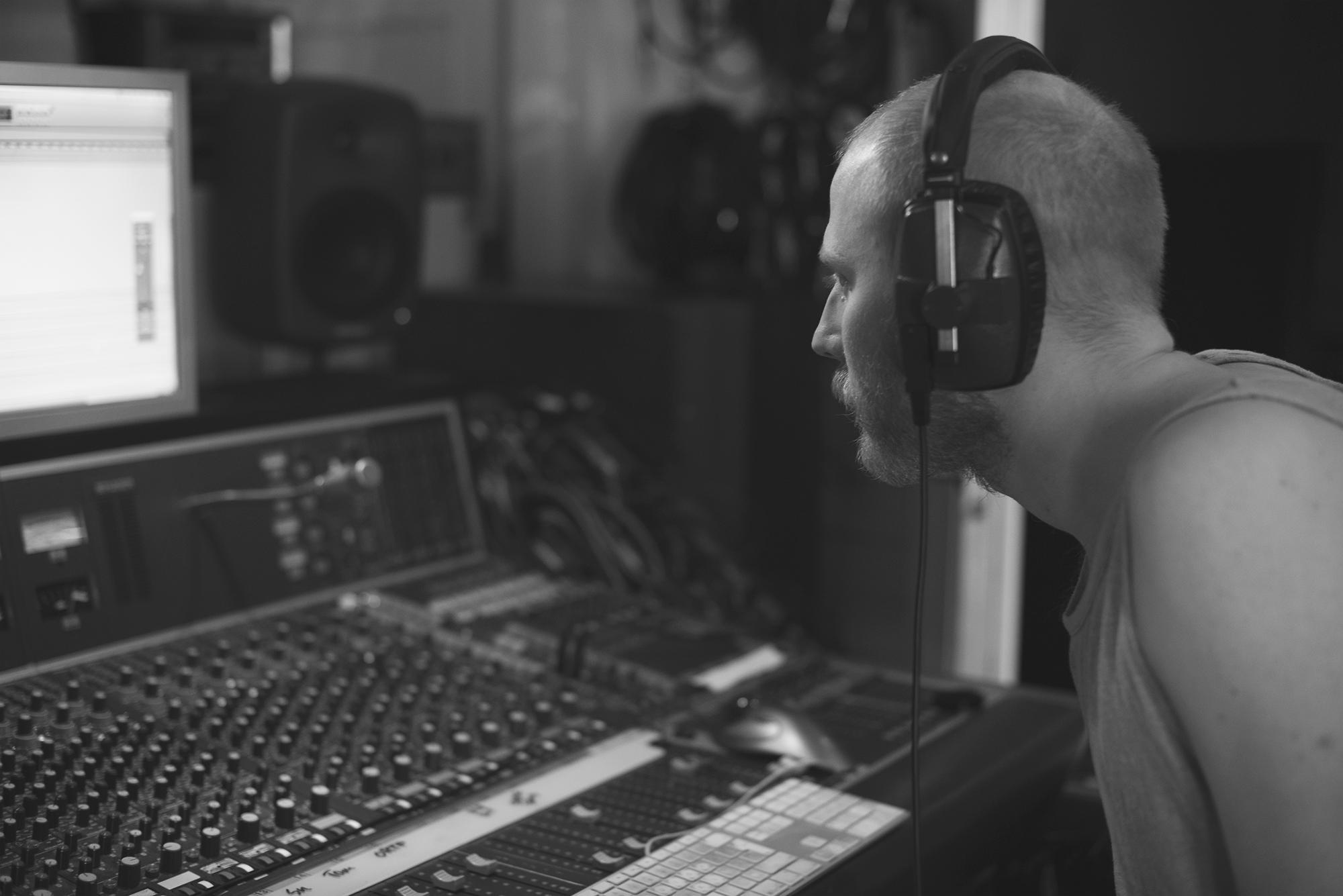 Thomas Andrén står för inspelning och mixning av Castlewoods album 'Penguin'.