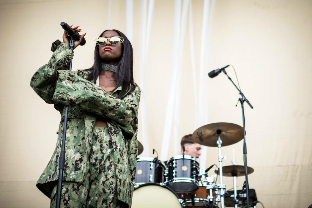 Sabina Ddumba spelar på Stora scenen på Popaganda. 2017-09-02. Foto: Elin Bryngelsson Lidestedt/Rockfoto